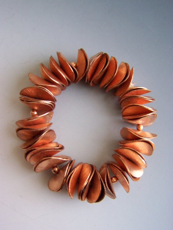 Curved copper heat-treated disks on elastic, for comfort