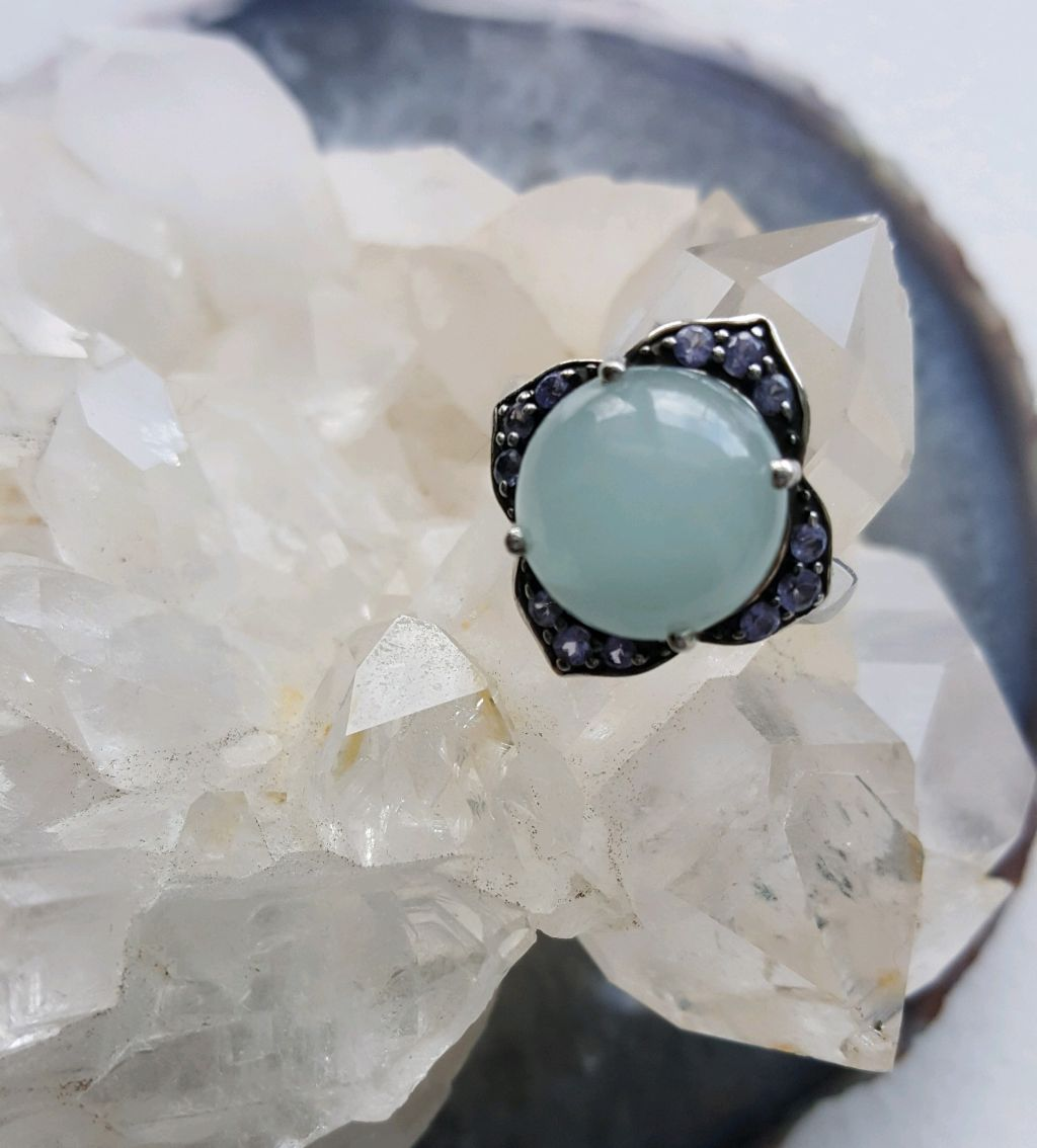 https://janerosenjewelry.com/wp-content/uploads/2019/03/Amazonite-tanzanite-side-view.jpgPolished Amazonite cabochon, sterling setting, Tanzanite stones